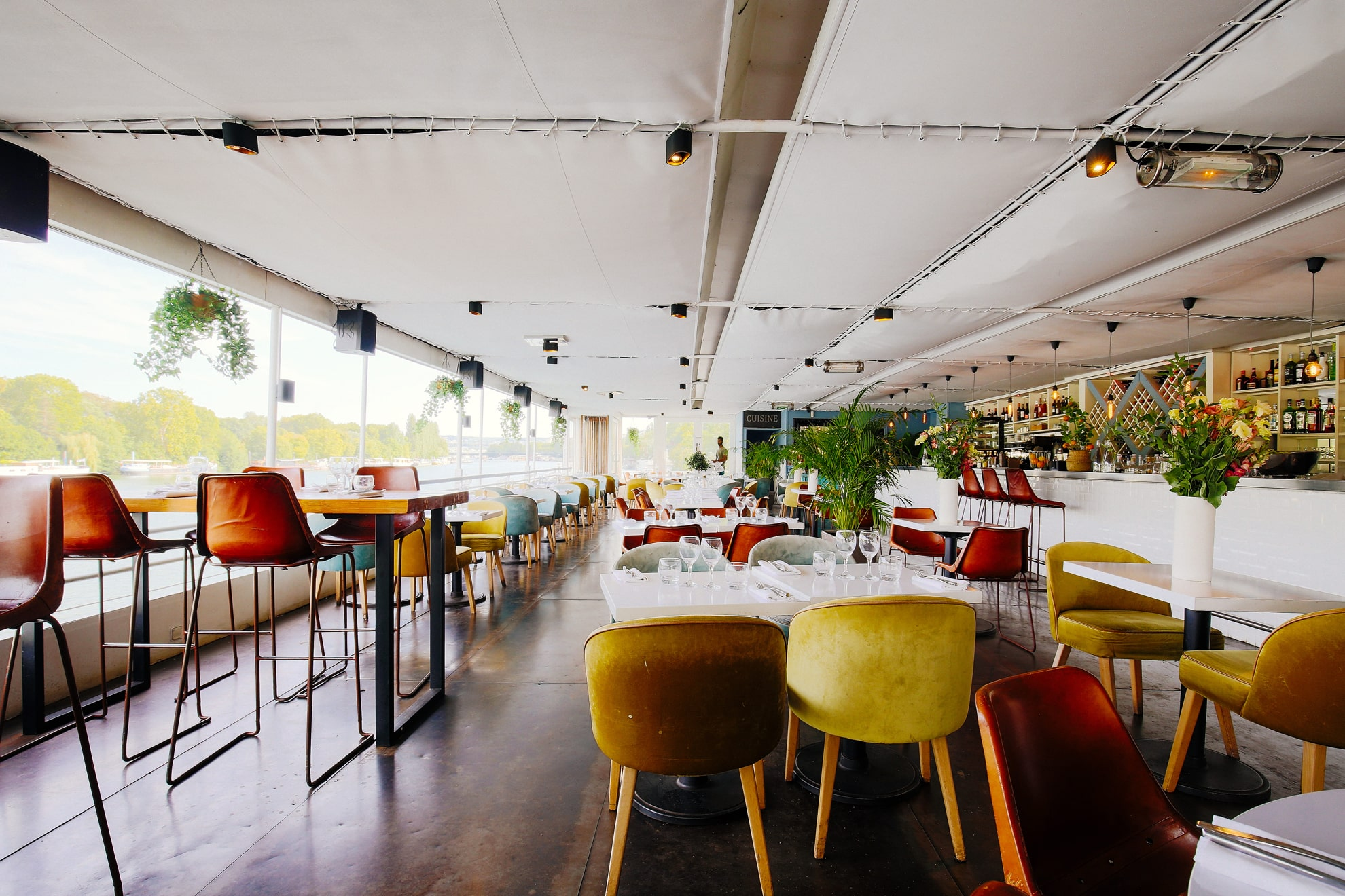 Boat restaurant rental for events